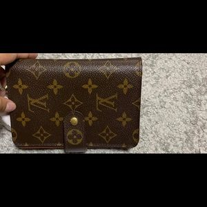 Authentic Louis vuitton Wallet! Passport size